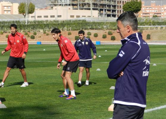 Alcaraz observa entrenamiento