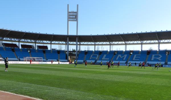Estadio vacío entrenando