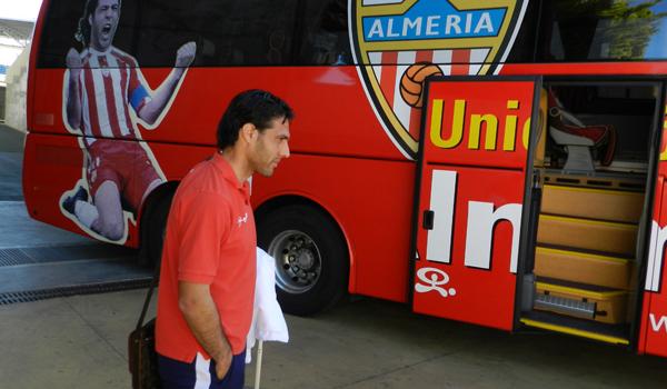 Jose Ortiz sube al autobús