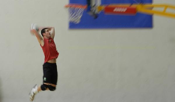 Menzel  también baloncesto