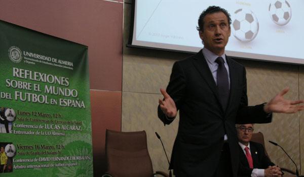 Jorge Valdano durante su conferencia en la Ual