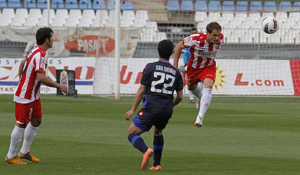 La UD Almería demuestra su mejor juego ante los mejores de la Liga Adelante
