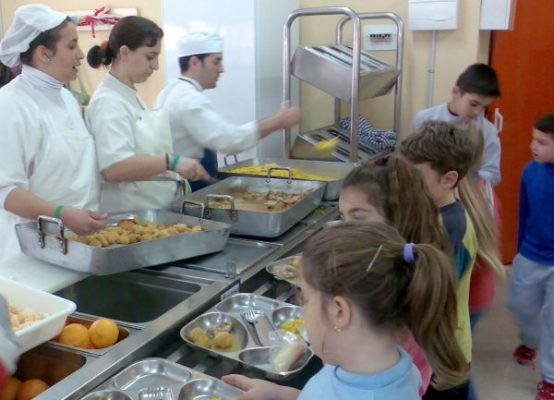 Andalucía mantendrá los comedores escolares durante el verano en ...
