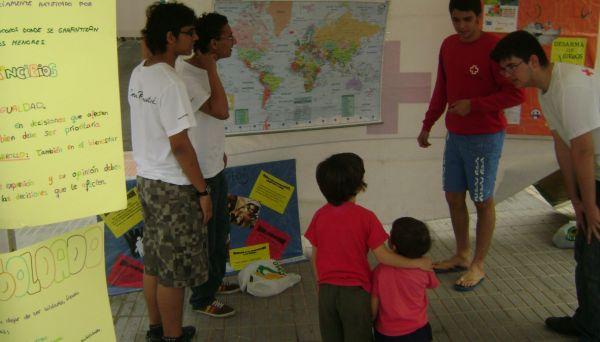 Niños y Cruz Roja