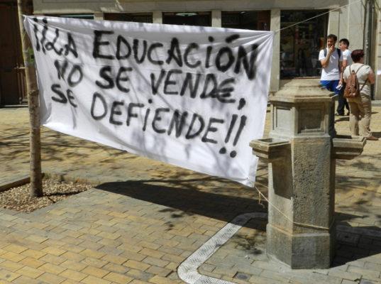 Alumnos UAL cartel con lema principal