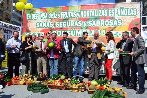 Reparto de frutas en Madrid por parte de COAG
