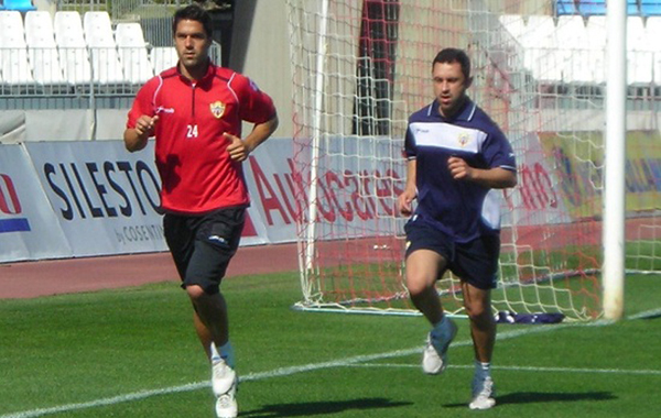 El lateral zurdo de la UD Almería se recupera de la contractura en el gemelo, pero es duda