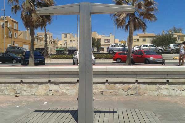 El Plan de Playas del Ayuntamiento de Almería no ha previsto las temperaturas habituales del mes de mayo