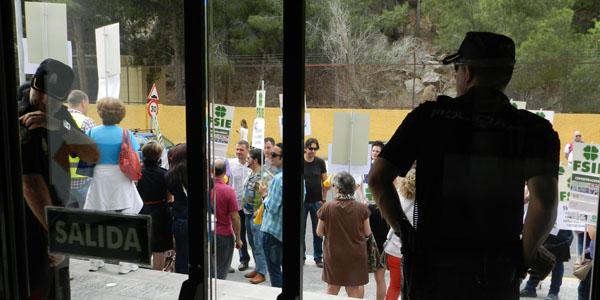Concentración de delegados de personal de FSIE ante la Delegación de Educación de la Junta de Andalucía en Almería