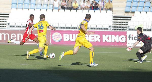 Jonathan, natural de Burkina Fasso, ha explotado con dos goles ante el Alcorcón en la Liga Adelante