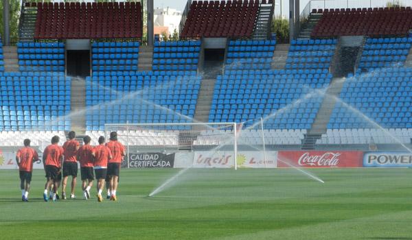 Los hombres de la UD Almería se han puesto a trabajar nada más aterrizar desde Barcelona