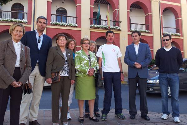 El autor de la marcha nocturna solidaria junto a Antonio Torres, alcalde de Berja