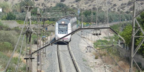 La línea de ferrocarril entre Guadix (Granada) y Almendricos (Murcia) atraviesa el norte de la provincia de Almería