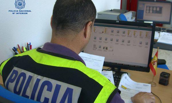 Policía examina archivos