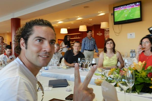 David Bisbal ha visto a España mientras cenaba con los abonados de la UD Almería, su equipo del alma