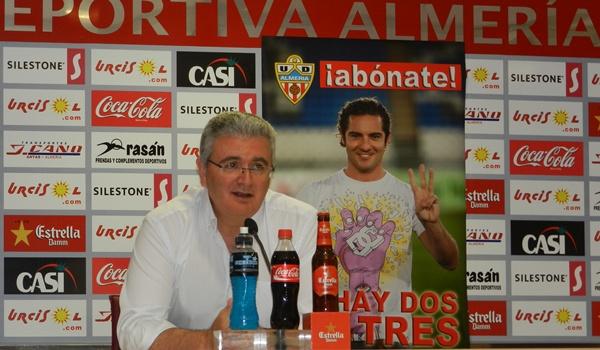La Unión Deportiva Almería ha presentado una campaña de abonos con la imagen de David Bisbal y el estribillo de su éxito de la Eurocopa