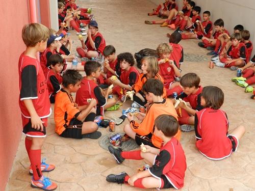 Con todo modélicamente preparado, el desayuno energético y saludable no podía faltar entre los entrenamientos del Campus del Almería