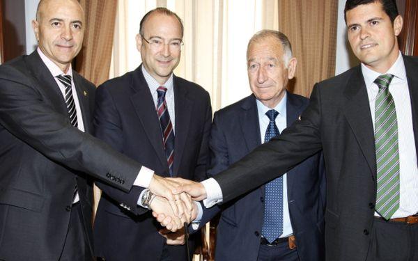 Firma convenio Europa Routers1