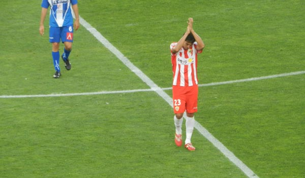 El pichichi de la Liga Adelante tuvo su cambio de 'honor' y se despidió de la afición de la UD Almería