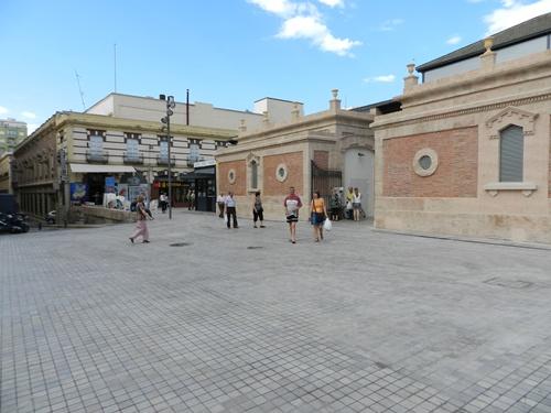 El Mercado Central se integra con la Rambla del Obispo Orberá de Almería a través de un espacio diáfano