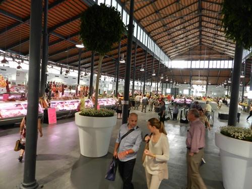 La planta superior del Mercado Central de Almería es la dedicada a la fruta y verdura y a la carne