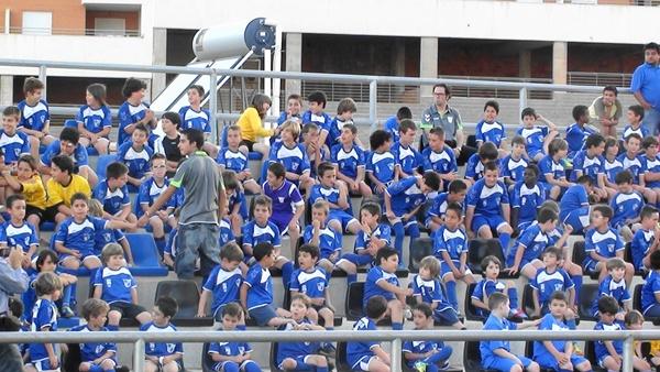 De todas las edades, los jugadores y las jugadores del Poli Aguadulce tuvieron su homenaje