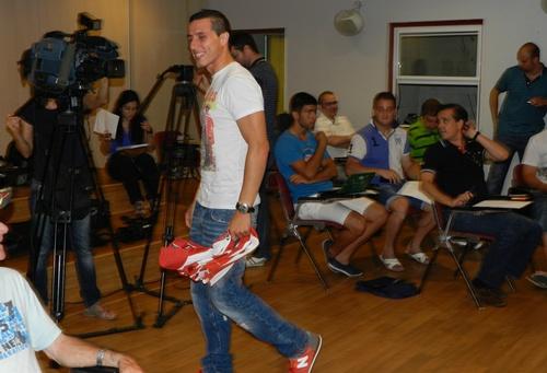 La UD Almería ha presentado a su nuevo lateral zurdo Chistian Fernández, procedente del Racing