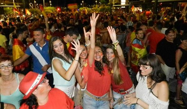 Almería ha salido a la calle para celebrar el triunfo de 'La Roja'