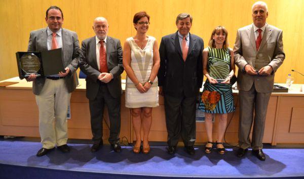 Foto familia Premios Investigacion Consejo Social 300712