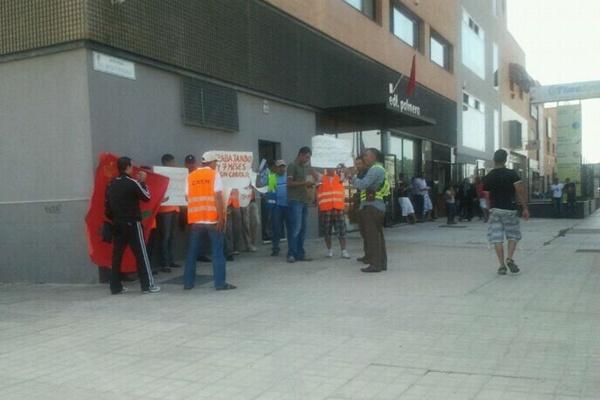 Los marineros del buque Berkane, de COMARIT, llevan siete meses sin cobrar y se manifiestan a las puertas del Consulado de Marruecos en Almería
