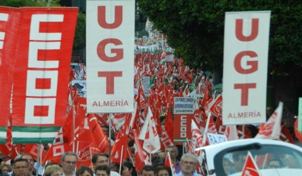 Cerca de 25.000 personas llenan las calles de Almería para protestar contra los recortes del Gobierno