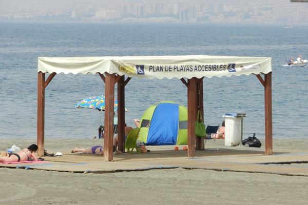 De las 35 playas urbanas de la provincia de Almería, todas son accesibles