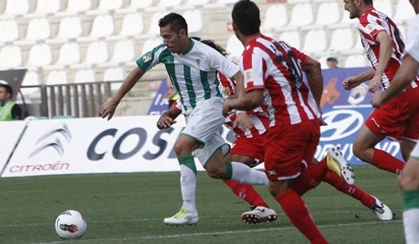 La UD Almería se ha hecho con los servicios de Charles, el delantero más cotizado de la Liga Adelante tras Ulloa