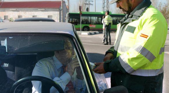 La DGT hará miles de controles diarios de alcohol y drogas entre los conductores almerienses