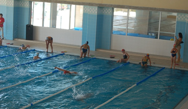 la temporada de nataci n se organiza en la piscina