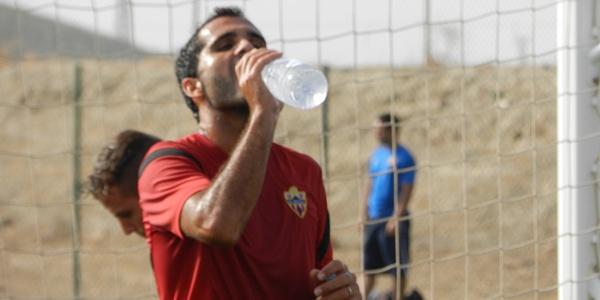 Es importante permanecer bien hidratado durante todo el día