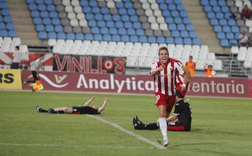 Aarón fue el hombre del partido del Almería ante el Murcia