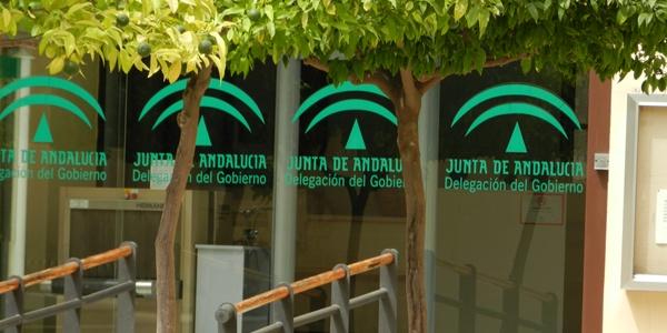 La Junta de Andalucía defiende sus competencias en materia comercial y de la función pública