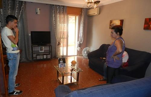 La vivienda es de protección oficial y la familia ha permanecido dentro durante el peligro de desahucio