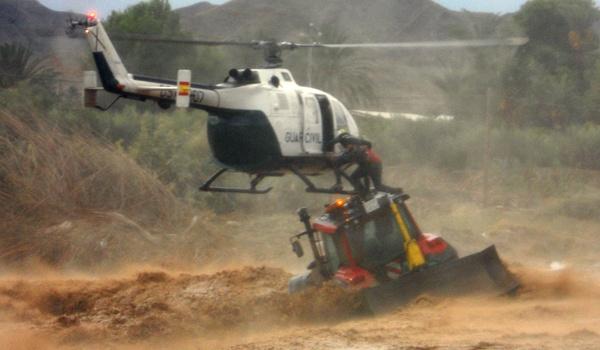La Guardia Civil sigue desarrollando una gran labor de ayuda en el levante de Almería