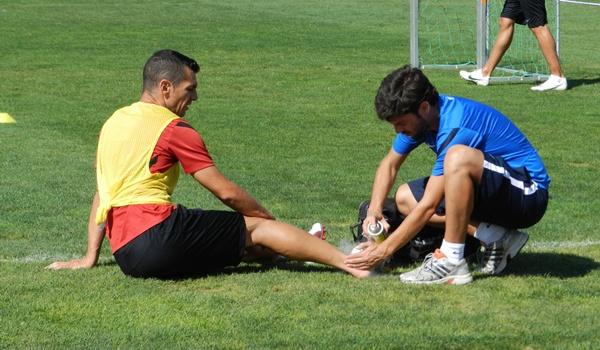 Javi Casquero ha recibido una dura entrada por detrás por parte de Jonathan en el entrenamiento de la UD Almería