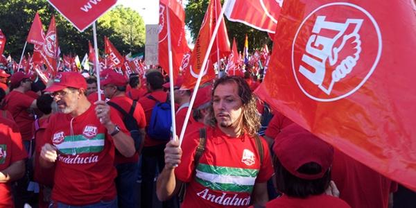 Algo más de un millar de almerienses se han dado cita en Madrid viajando el mismo día para protestar contra los recortes del Gobierno