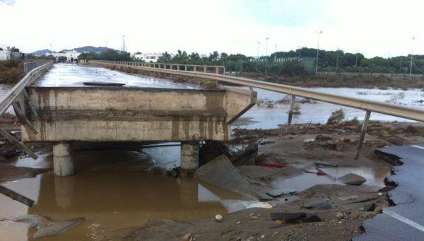 La lentitud en las obras de urgencia en carreteras y puentes pone en peligro la actividad empresarial en el Levante