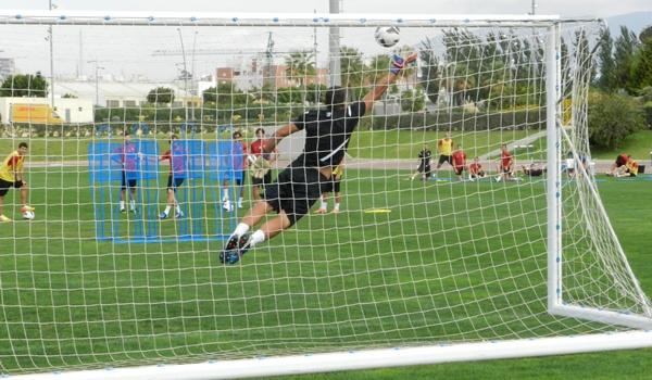 El portero de la UD Almería nació al fútbol en el Real Oviedo y es rival del Sporting de Gijón