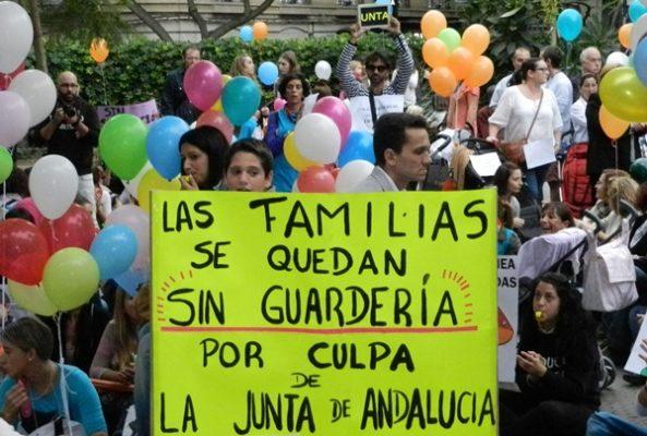 Las alusiones a la Junta de Andalucía han sido permanentes en cánticos y carteles