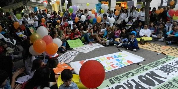 Tras una semana de encierro, las guarderías de Almería han hecho una concentración en la calle
