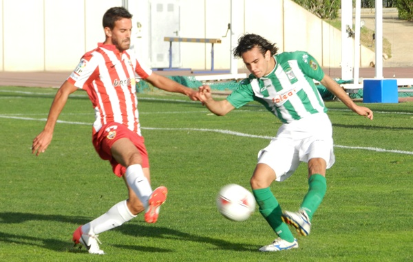 El Almería B se ha esforzado para superar la primera derrota en Lucena