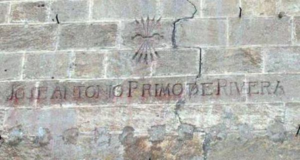 Inscripción franquista en la fachada de la Catedral de Almería