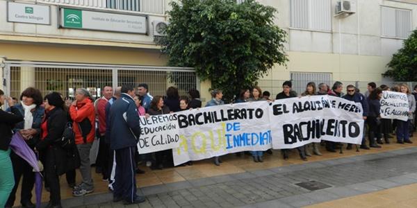 El barrio de Almería capital pide a la Junta de Andalucía que se pueda cursar el bachillerato en el centro de su población