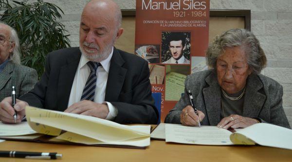 Firma convenio donación obra Manuel Siles en la foto el rector y la viuda de Siles